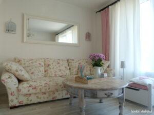 obývací pokoj v romantickém stylu
